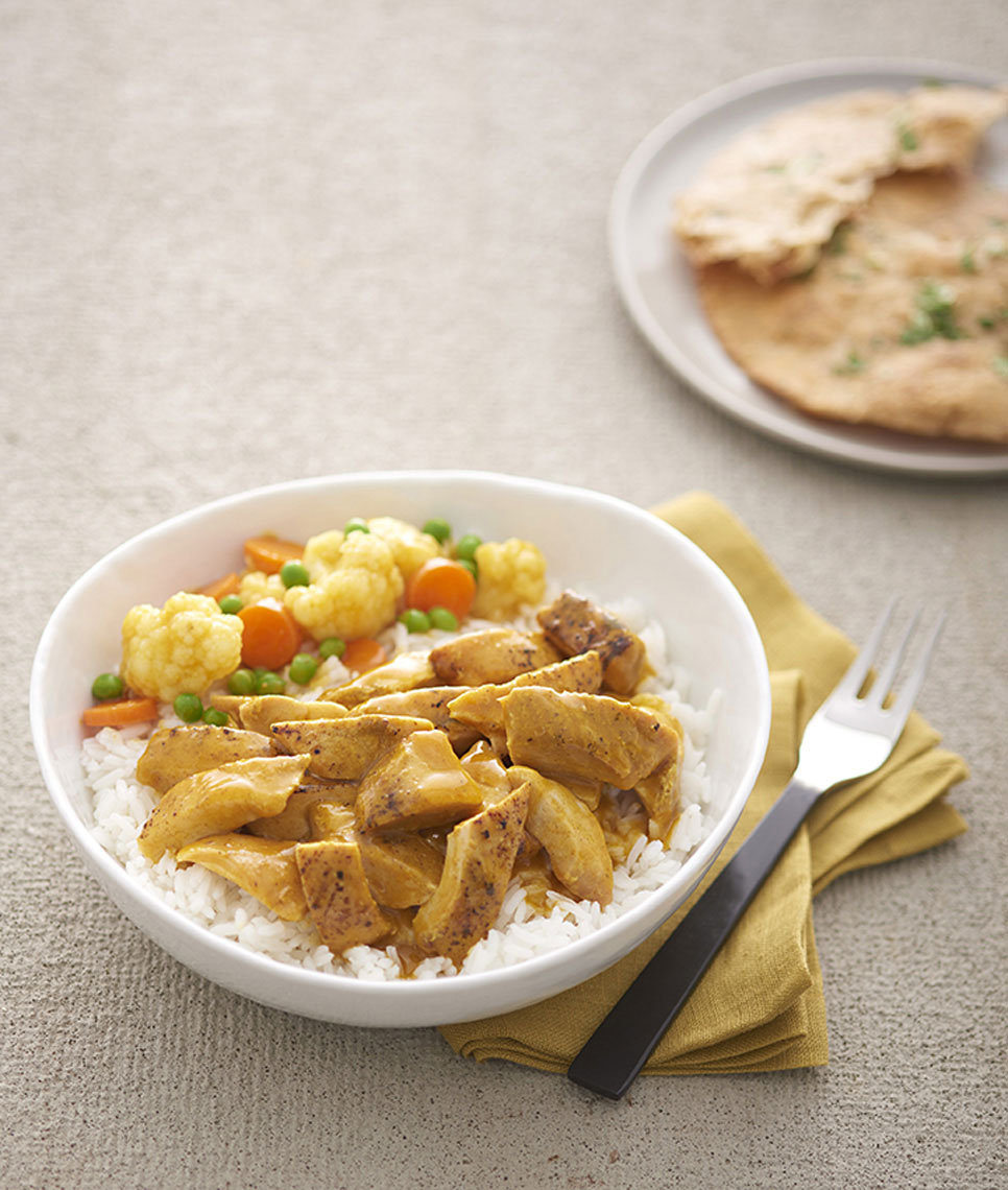 Chicken-Curry-with-vegetables-on-white-rice-with-naan-by-Los-Angeles-food-photographer-Joe-Atlas.
