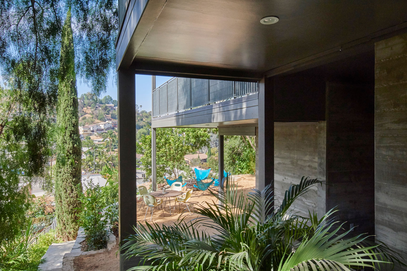 Architecture-photography-of-patio-contemporary-home-by-Joe-Atlas-architectural-photographer-Los-Angeles.