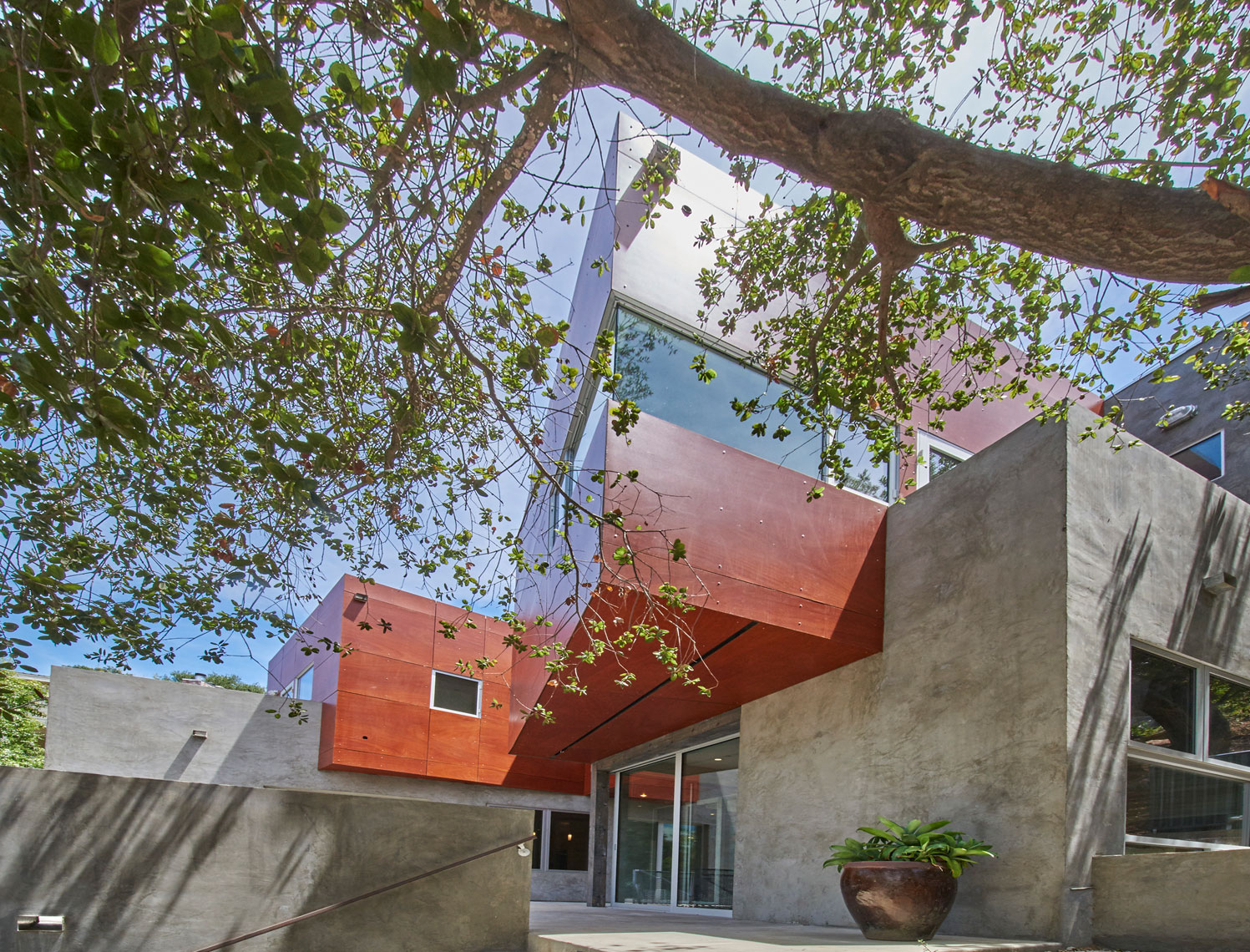 Architectural-photography-of-exterior-front-side-view-of-contemporary-home-Joe-Atlas-architectural-photographer-Los-Angeles.