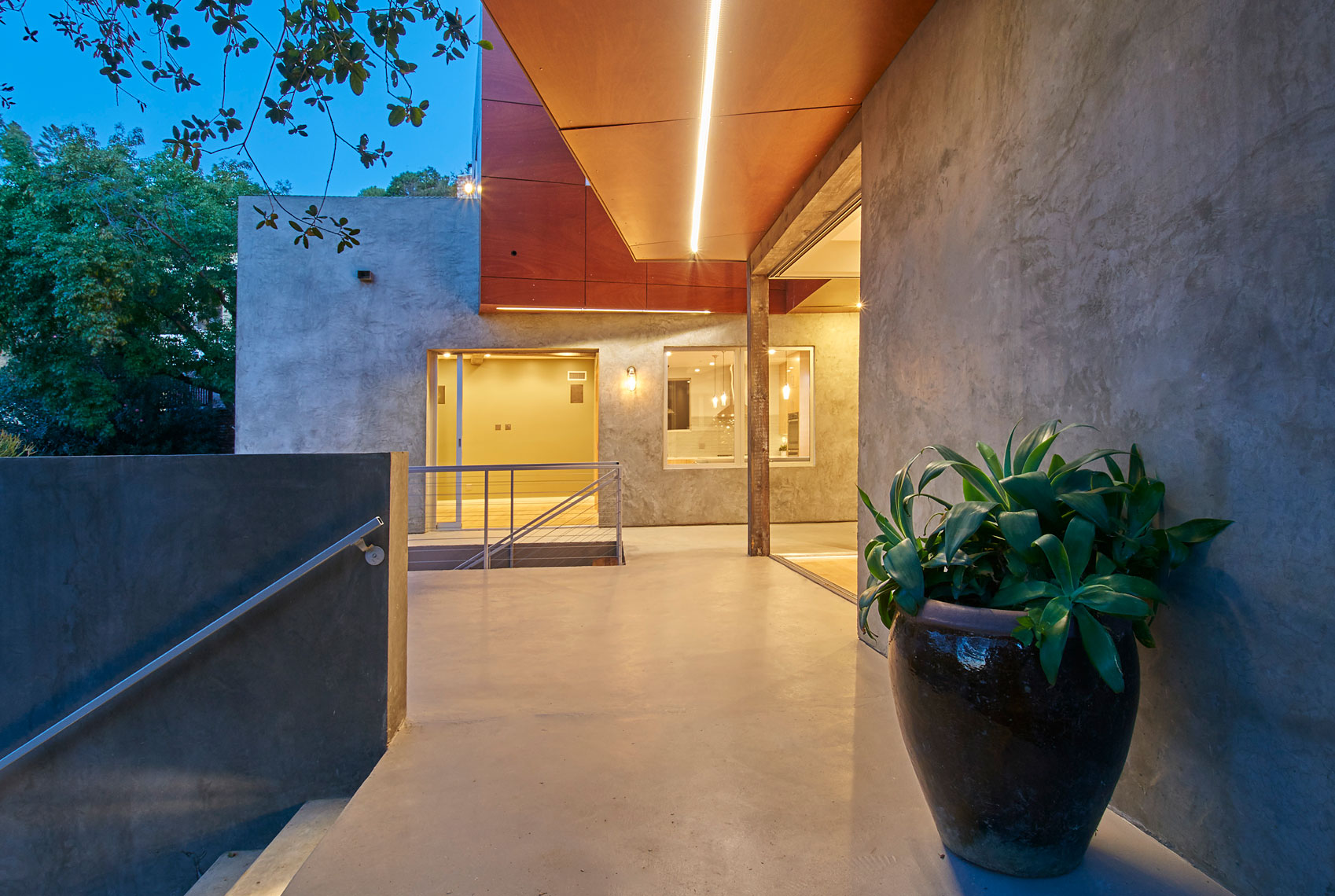 Architectural-photography-of-exterior-view-of-entry-courtyard-of-contemporary-home-Joe-Atlas-architectural-photographer-Los-Angeles.