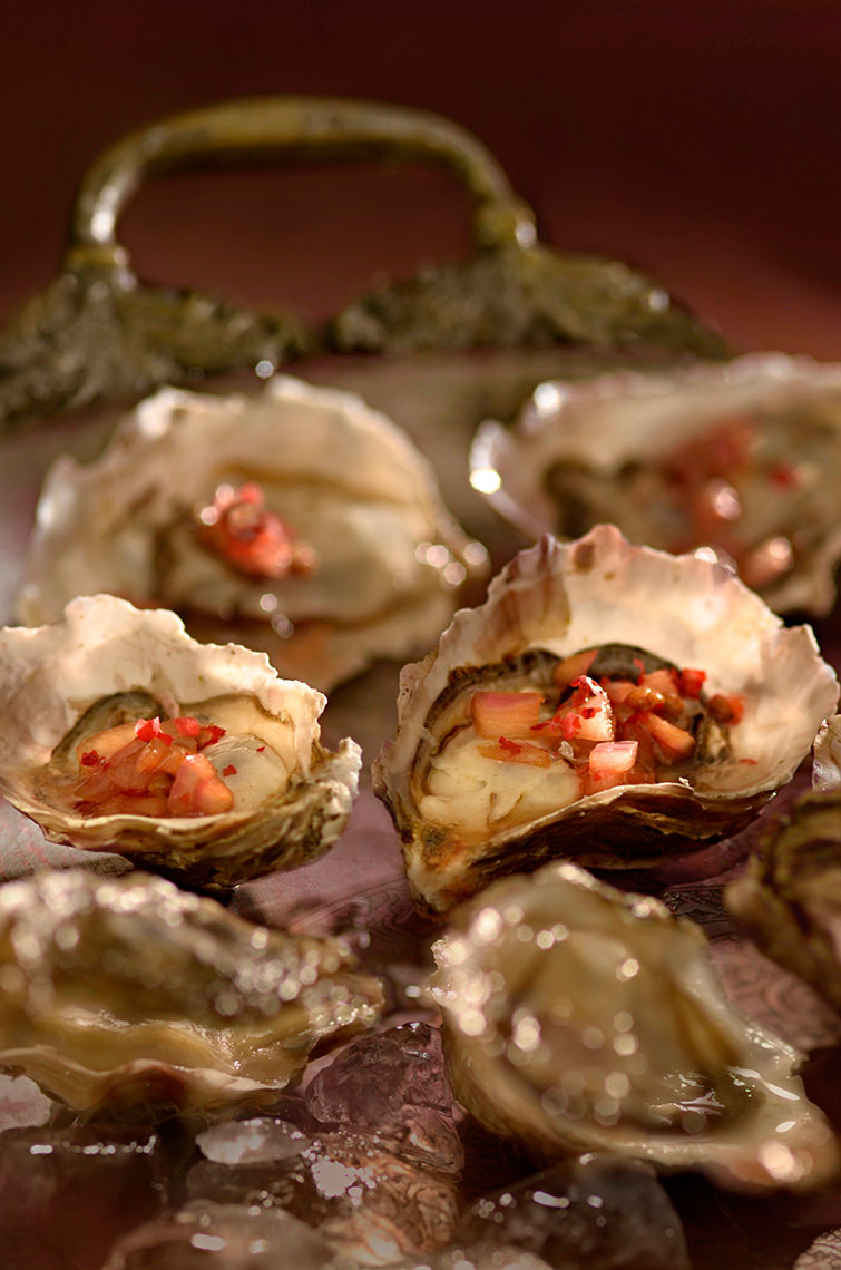 Oysters_on-half-shell-with-red-wine-vinigrette-by-Los-Angeles-food-photographer