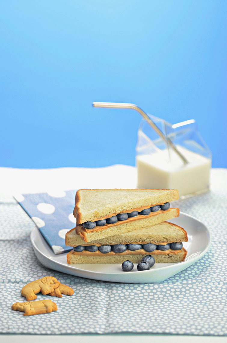 Peanut-butter-and-blueberry-sandwich-with-animal-cookies-and-milk