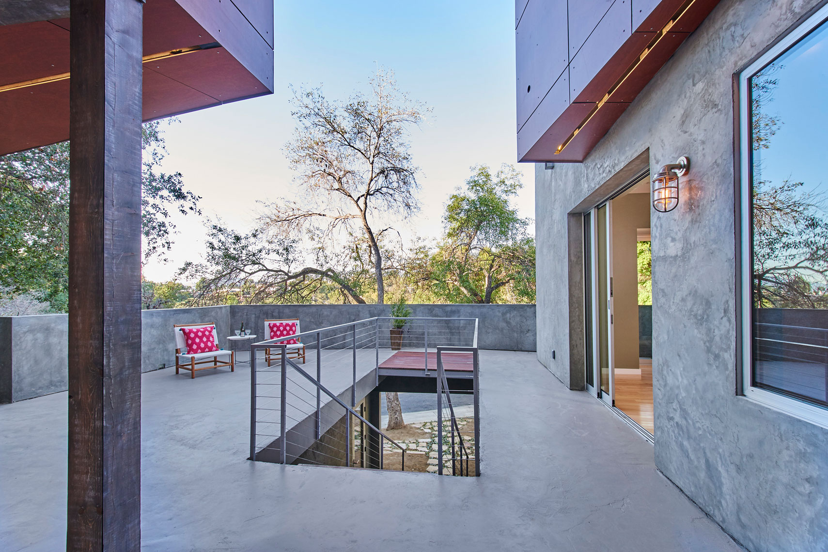 Architectural-photography-of-courtyard-from-front-door-opening-in-contemporary-home-designed-by-Jim-Fenske-Architect
