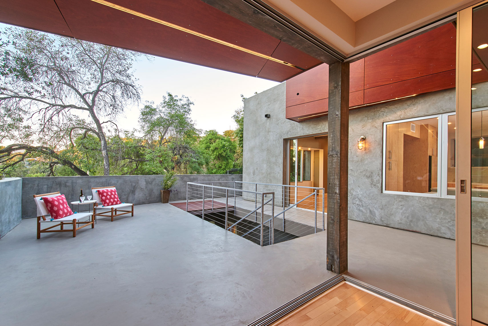 View-of-courtyard-from-living-room-through-sliding-glass-door-opening-in-contemporary-home-by-Los-Angeles-architecture photographer