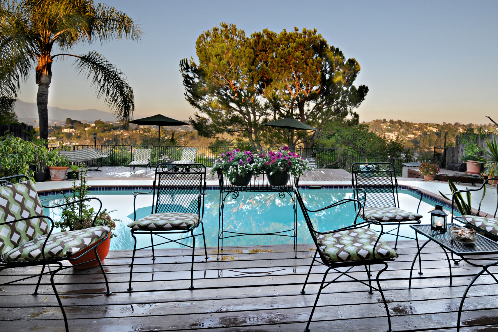 pool-at-sunset-silverlake-california-with-view-of-san-gabrial-mountains