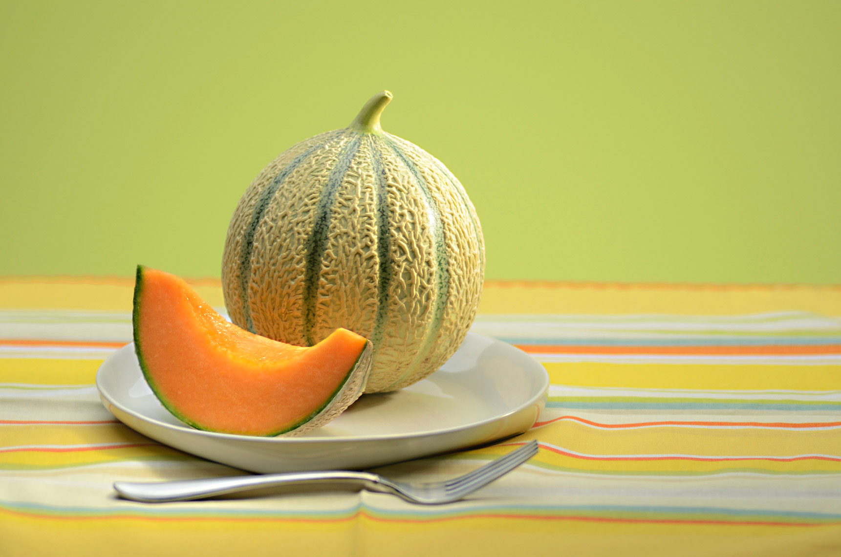 Beautiful-produce-photography-of-whole-and-cut-cantaloupe-melon-by-Joe-Atlas-food-photography.